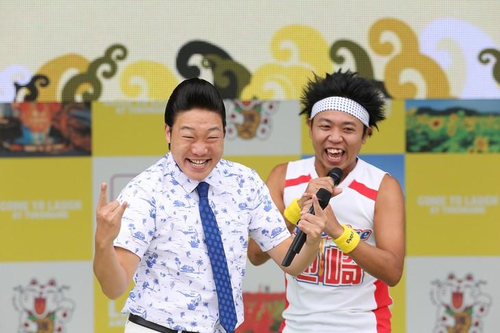 「常滑お笑いEXPO2017 in 知多半島」2日目のオープニングに登場した(左から)ANZEN漫才みやぞん、サンシャイン池崎。