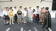LINE本社に集結する芸人たち。(c)TBS