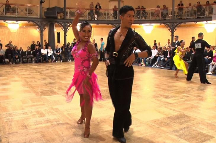 「中居正広のキンスマスペシャル」で社交ダンスの国際大会に出場するキンタロー。&ロペスペア。(c)TBS