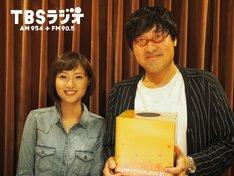「マイナビLaughter Night」に出演する、南海キャンディーズ山里と伊東楓TBSアナウンサー(左)。