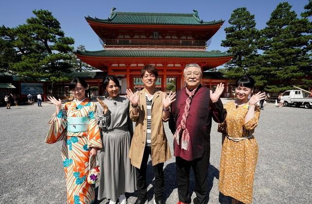 「観光タクシーにお任せ! 秋の京都おさんぽ旅」の出演者たち。(c)関西テレビ
