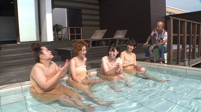 (左から)おかずクラブ・ゆいP、尼神インター、鈴木ふみ奈、バイきんぐ小峠。(c)CBC
