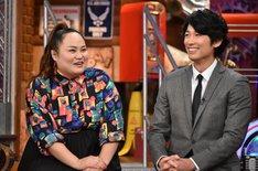左からおかずクラブ・ゆいP、ディーン・フジオカ。(c)日本テレビ