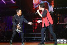 「岡村オファーシリーズ」第15弾より、ナインティナイン岡村(左)と三浦大知(右)。(c)フジテレビ