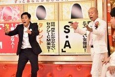 (左から)明石家さんま、バイきんぐ小峠。(c)TBS