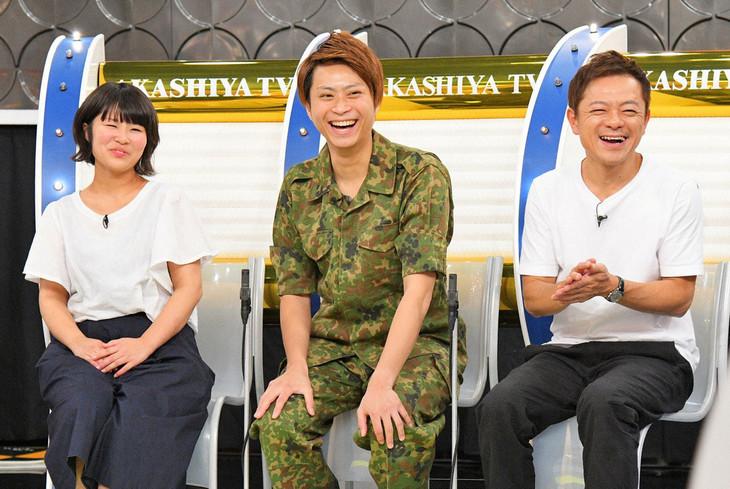 元陸上自衛隊のヘンダーソン子安(中央)、水玉れっぷう隊ケン(右)。(c)MBS