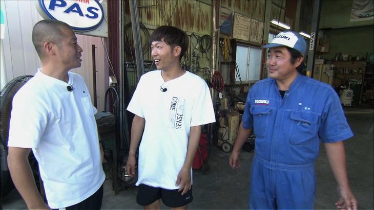 「雨上がりの『Aさんの話』~事情通に聞きました!~」で愛媛県弓削島を訪れるアキナ(左)。(c)ABC