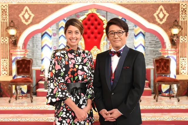 「1番だけが知っている」MCの(左から)森泉、坂上忍。(c)TBS