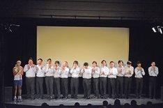 15人漫才を披露するサンシャイン池崎。