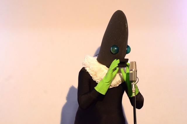 11月に行われたライブにてネタを披露する人印。「シュコーシュコー」としか言わない。