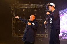 スペシャルゲストとして登場した笑福亭鶴瓶(左)。