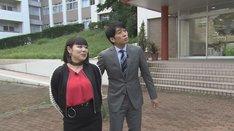 (左から)ブルゾンちえみ、安住紳一郎アナ。(c)TBS