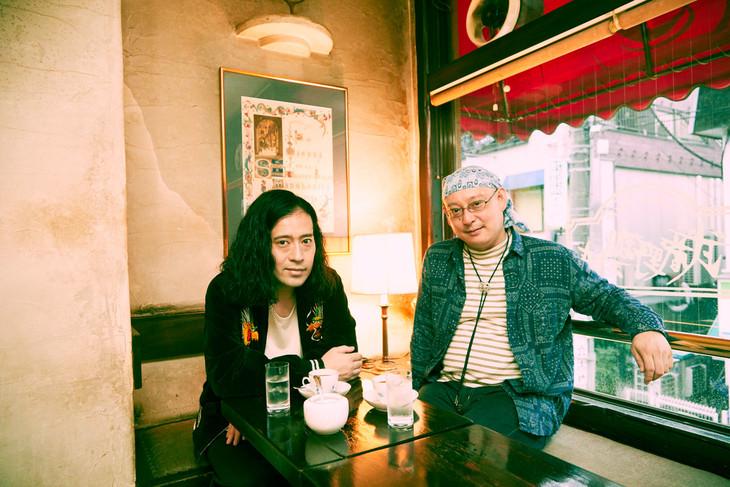 左からピース又吉、武富健治。(写真/斎藤大嗣)
