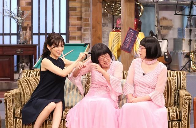 (左から)泉里香、阿佐ヶ谷姉妹。(c)関西テレビ