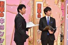左からチュートリアル徳井、桝太一アナウンサー。(c)日本テレビ