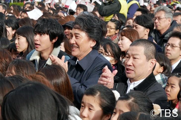 「日曜劇場『陸王』」に出演する木村祐一(右)、役所広司(中央)ら。