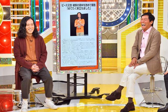 MCの明石家さんまらとトークするピース又吉(左)。(c)MBS