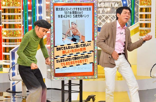 コントを再現する片岡鶴太郎(左)と明石家さんま(右)。(c)MBS