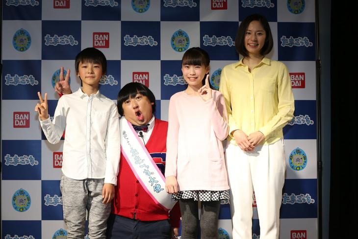 ロバート秋山扮する上杉みち(左から2人目)とその友達やママ。