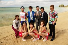 芸人たちと、8代目ミスマリンちゃん(前列)、平山雅アナ(左端)。(c)中京テレビ