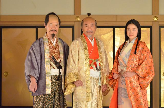 コントで共演する(左から)内村光良、竹中直人、藤野涼子。(c)NHK