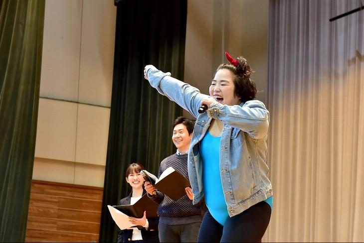 「第5回 全国小・中学校リズムダンスふれあいコンクール」番組サポーターのゆりやんレトリィバァ(右)。(c)TBS