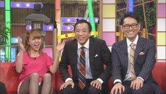 (左から)ゆーびーむ☆、ナイツ。(c)CBC