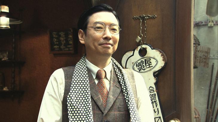 「小林賢太郎テレビ9『裏と表』」に出演する小林賢太郎。(c)NHK