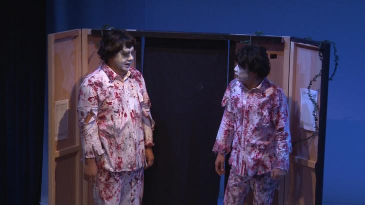 DVD「TKO ゴールデン劇場6」に収録されるコント「お化け屋敷」のワンシーン。