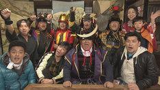 新温泉町の人たちと触れ合うサンドウィッチマンとスピードワゴン。(c)NHK