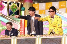 左からヒロミ、ますだおかだ岡田、ビビる大木。(c)日本テレビ