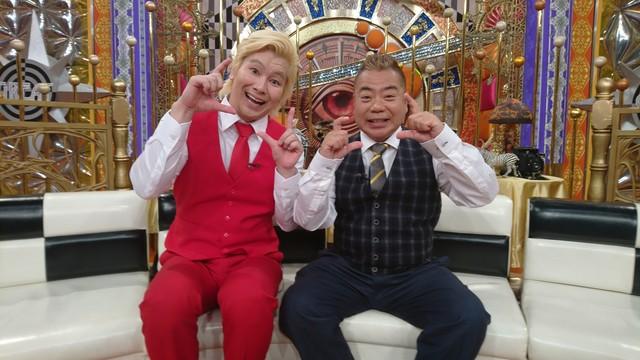 左からメイプル超合金カズレーザー、出川哲朗。(c)日本テレビ
