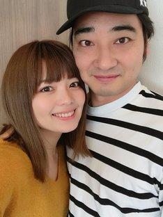 結婚を発表した、瀬戸サオリ(左)とジャングルポケット斉藤(右)。