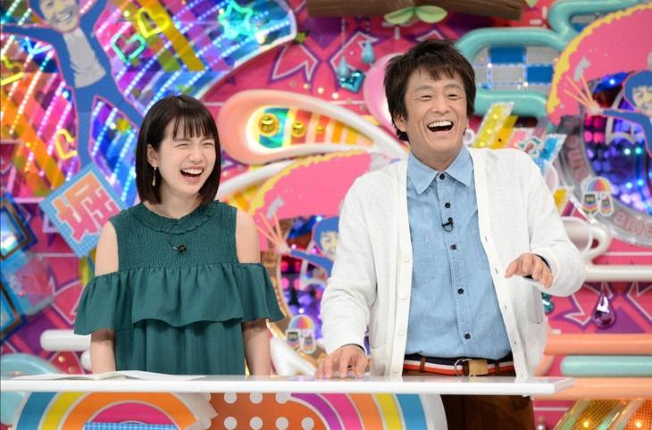 ネプチューン堀内と弘中綾香アナ(左)。(c)テレビ朝日