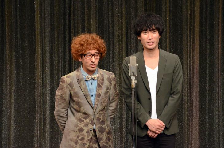カナリアのボン溝黒(左)と安達健太郎。写真は今年9月開催のライブ「カケル」より。