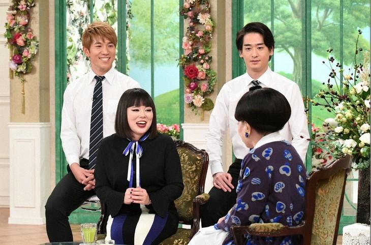 「徹子の部屋」に出演する、ブルゾンちえみ with Bと黒柳徹子。(c)テレビ朝日