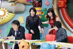 特別ゲストとして登場する大橋未歩元テレビ東京アナウンサー(左から2人目)。