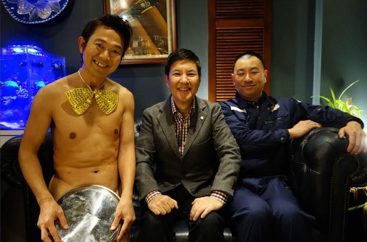 (左から)アキラ100%、関根勤、レイザーラモンRG。(c)関西テレビ
