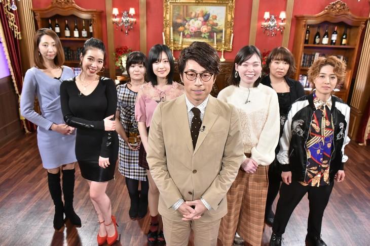 「THE 的中王2018」に出演する、MCのロンドンブーツ1号2号・田村淳(中央)ら。(c)中京テレビ