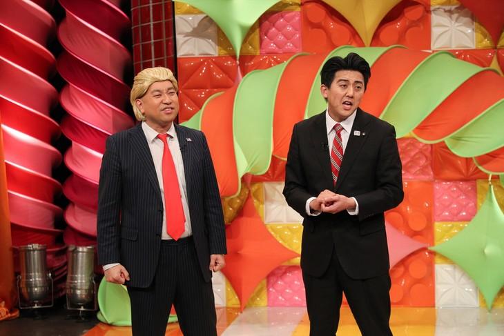 """「""""ネタ""""でニュースが見えてくる!笑えるTIMES」に出演する、(左から)レイザーラモンRG、ビスケッティ佐竹。(c)関西テレビ"""