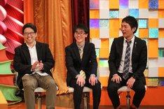 スーパーマラドーナと松本博文氏(左)。(c)関西テレビ
