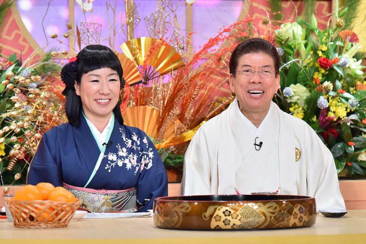 「春一番!笑売繁盛」MCのハイヒール・リンゴ(左)と西川きよし(右)。(c)MBS