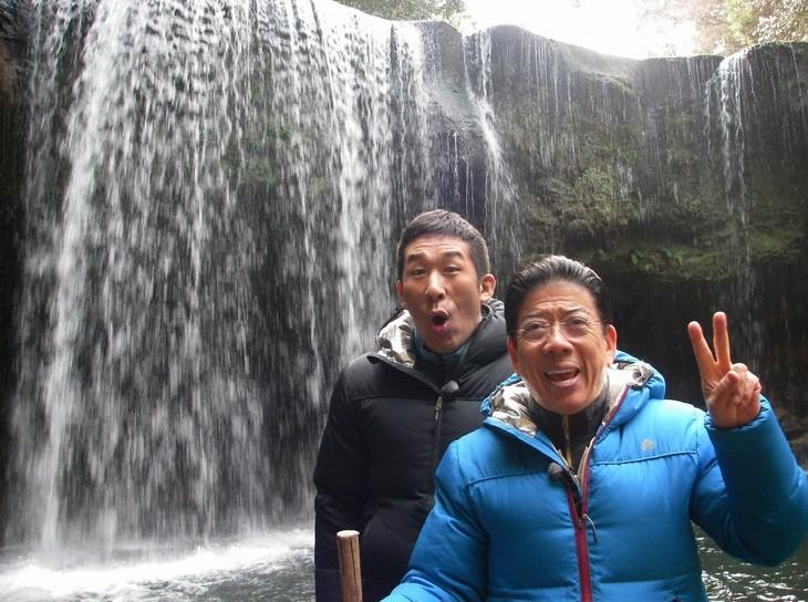 「きよしのありがた~い絶景 見に行こう!」に出演する、西川きよしと麒麟・田村(左)。(c)ABC