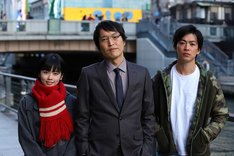 (左から)小芝風花、千原ジュニア、大東駿介。(c)関西テレビ