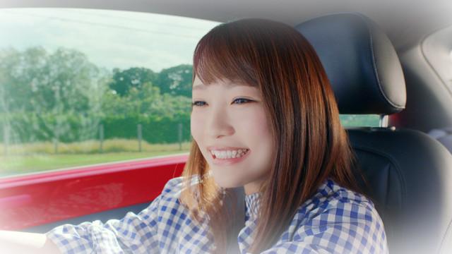CM「川栄さん、ドライブでワクワク」篇のワンシーン。