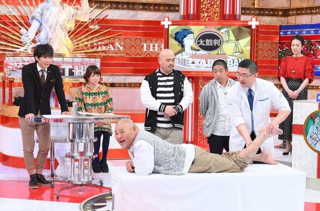 「名医のTHE太鼓判!」に出演する安田大サーカスHIRO(中央)ら。(c)TBS