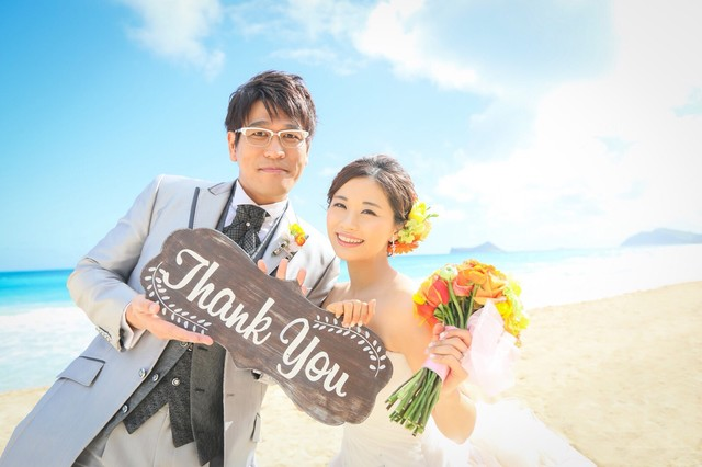 ハワイ・オアフ島にて挙式を行い、第1子を授かっていることを発表した古坂大魔王と安枝瞳夫妻。