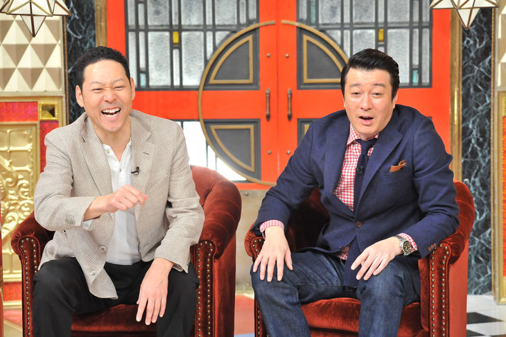 左から、MCの東野幸治、極楽とんぼ加藤。(c)日本テレビ
