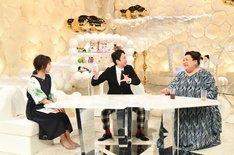 (左から)久保田直子アナ、有吉弘行、マツコ・デラックス。(c)テレビ朝日