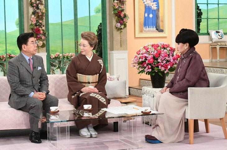 「徹子の部屋」に出演する(左から)西川きよし、西川ヘレン、黒柳徹子。(c)テレビ朝日